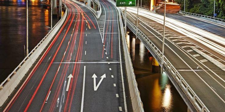 Αυστραλία: Eτοιμάζεται ο μακρύτερος ηλεκτρικός αυτοκινητόδρομος με 18 ηλιακούς σταθμούς φόρτισης
