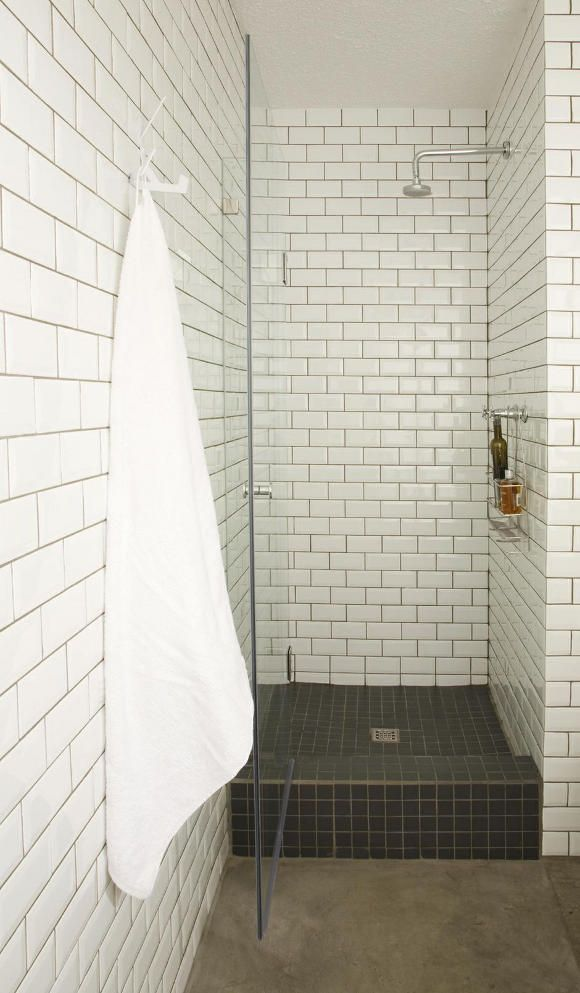 interior design studio Anatomy Design : bathroom / shower / subway tile