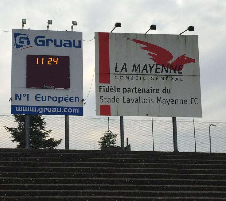Tableau d'affichage sportif Bodet modèle BT 2045 Alpha installé à Laval (Mayenne) au Stade Francis Le Basser pour le club de Football qui évolue en ligue 2. http://www.bodet-sport.com/tableaux/bt2045-alpha.html