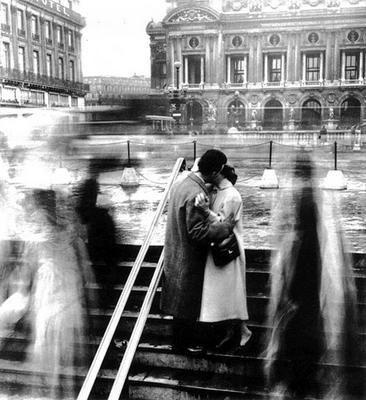 "DOISNEAU Le baiser de l'Opéra, 1950       ""World Kiss Day ! Concours GLOSSYBOX"""