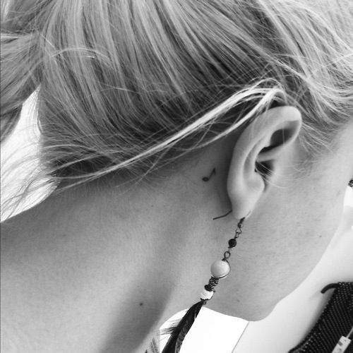 wanttt. Music note tattoo behind the ear