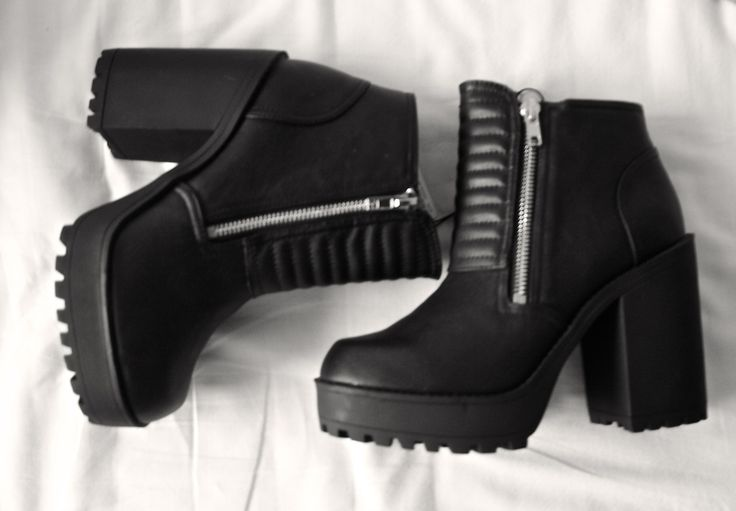 Chunky Zipper Boots #black #heel #shoes #grunge
