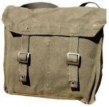 Pukkel gekocht bij de dump gebruikt als schooltas. Koffertjes werden voor de Soulkikkers, Pukkels, voor de Underground