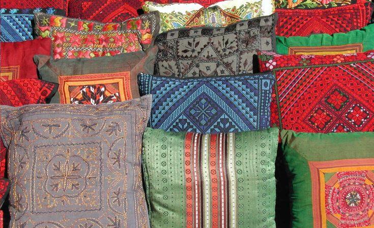 Cómo hacer cojines decorativos al estilo hindú http://hogartotal.imujer.com/4472/como-hacer-cojines-decorativos-al-estilo-hindu
