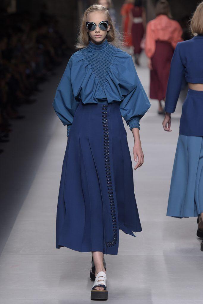 「フェンディ(FENDI)」はミランで2016年春夏コレクションを発表した。