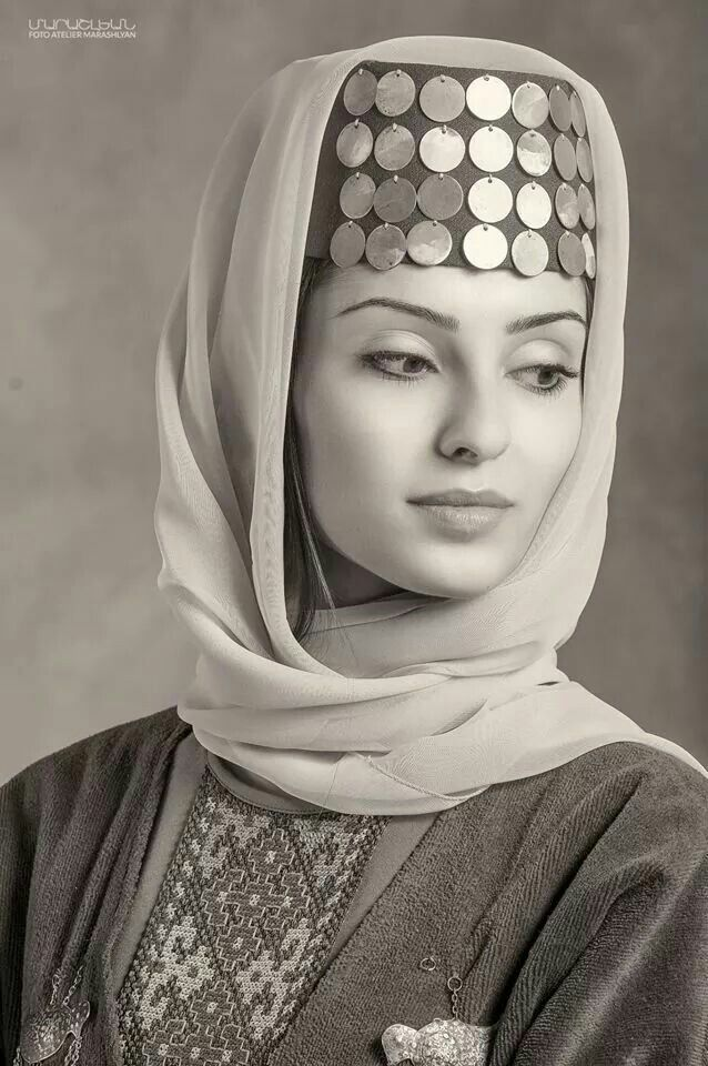 Հայ կնոջ գեղեցկությունը   The beauty of Armenian woman Foto Atelier Marshalyan - Yerevan Armenia