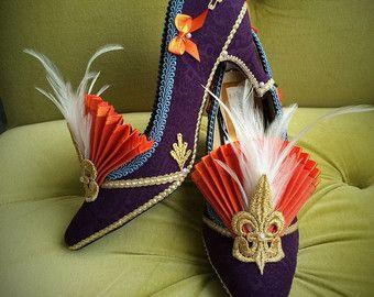 Flapper traje tacones zapatos estilo oro Marie Antoinette barroco rococó Boudoir de cuento de hadas fantasía metálico Burlesque Fleur De Lis plumas
