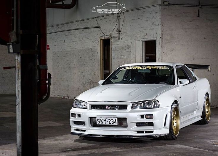 @horsepowercrew invited me to a photoshoot in a secret location. Some more Skyline #carporn - a strobe composite of the @customimportz R34 Nür.  #car #cars #horsepowercrew #photoshoot #automotive #photography #photooftheday #nissan #r34gtr #nur #nurburgring  #pearl #white #jdm #nikon�� #d7200 #50mm #yongnuo #yn568ex #strobing #composite http://tipsrazzi.com/ipost/1513840543342562648/?code=BUCPfQYhI1Y