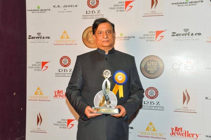 Vijay Khanna From Khanna Jewellers Private Limited Delhi Receives the GJTCI EXCELLENCE AWARD .The Award was Present to them By Shantibhai Patel President Gem and Jewellery Trade Council Of India GJTCI
