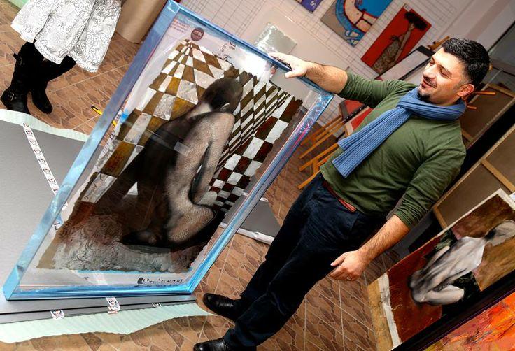 Po spektakularnym sukcesie na wernisażu Davida Pataraia, który odbył się miesiąc temu w Galerii Art Pistols, nastąpił jeszcze bardziej spektakularny sukces. Dokładnie dziś, najnowszy obraz Davida poleciał do Paryża. Wczoraj odbyło się wielkie pakowanie i zabezpieczanie dzieła. Jesteśmy dumni i szczęśliwi. To ogromny sukces. Teraz tylko proszę cierpiwie oczekiwać terminu wystawy w http://www.galerie55.com/en/