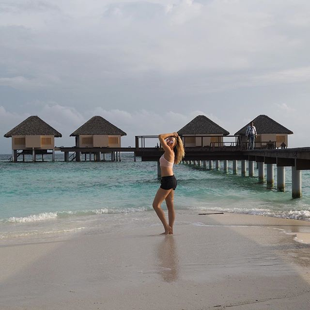 @active_clo living it up in the Maldives! sporting her @mactivesportswear ⠀  ⠀  #mACTIVE #mPWR #beboldbeyou #activewear #athleisure #styleblog #styleinspo #fashion #healthy #fit #fitness #active #lifestyle #womenswear #instagood #womens #style #workout #backbend #leggings #pink #yoga #yinyoga #legsupthewall #pose #flexible #travel #activetravel #yogaeverydamnday #maldives⠀