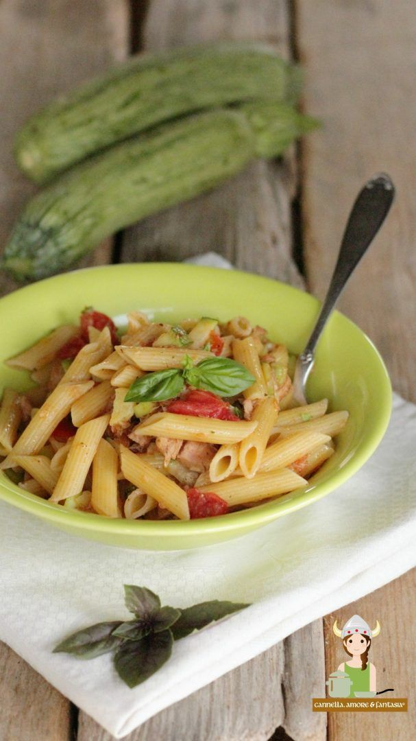 Penne zucchine tonno e pomodoro ricetta velocissima
