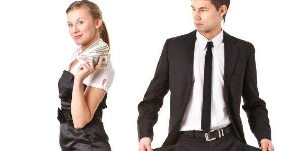 """Sentirse banco.- Si eres de las que les gusta todo caro, buenas marcas, y empiezas a poner un mínimo costo para los regalos u obsequios que él debe darte, empezará a darse cuenta que eres una mujer de """"alto mantenimiento"""" o """"metalera"""" es decir que el dinero está primero. Ojo, porque así como te vea interesada, pasarás a ser un objeto de compra para él y cuando pierda el completo interés no dudará en dejarte."""