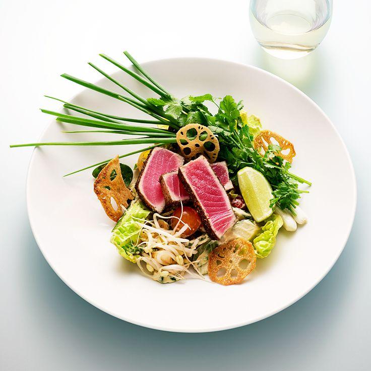 Den klassiska Stockholmskrogen PA&Co gör en fräsch asiatisk sallad som kan serveras i olika storlekar: som förrätt, mellanrätt eller varmrätt. Och den är helt sagolik.