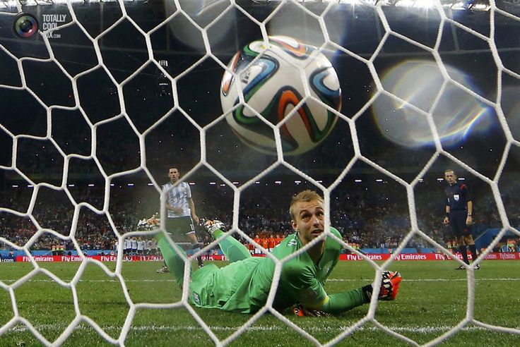 World Cup 2014: The Netherlands vs Argentina Semi-Final Highlights - Cillessen of the Netherlands watches as he fails to stop the decisive penalty shot by Argentina's Rodriguez during their penalty shootout in their 2014 World Cup semi-finals at the Corinthians arena in Sao Paulo. DOMINIC EBENBICHLER/REUTERS