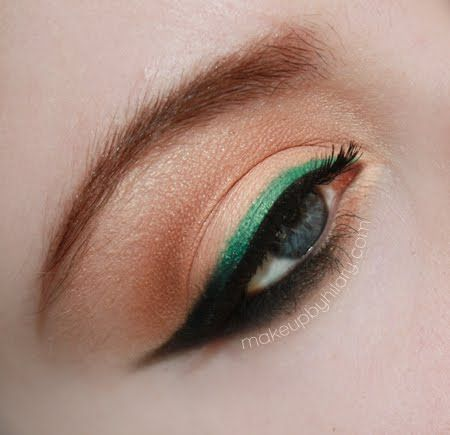Emerald Eyeliner. Definitely trying this in autumn