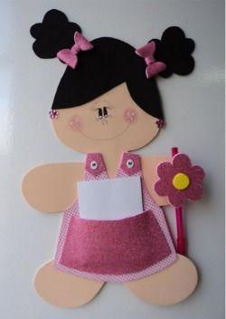 Bom dia amigos e amigas do blog artesanatobrasil.net, hoje temos mais uma linda sugestão de artesanato em EVA pra vocês. É esta boneca de EVA bloquinho de