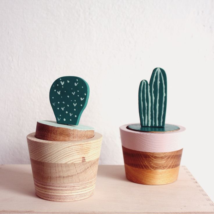 Eco Cacti containers. Hand made from recycled pieces od wood. More on: http://woodandpaper.pl/kategoria-produktu/drewno/drobiazgi/