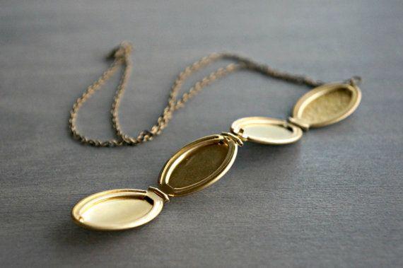 Medallón de oro / 4 Photo Locket con diseño por BookandBarley