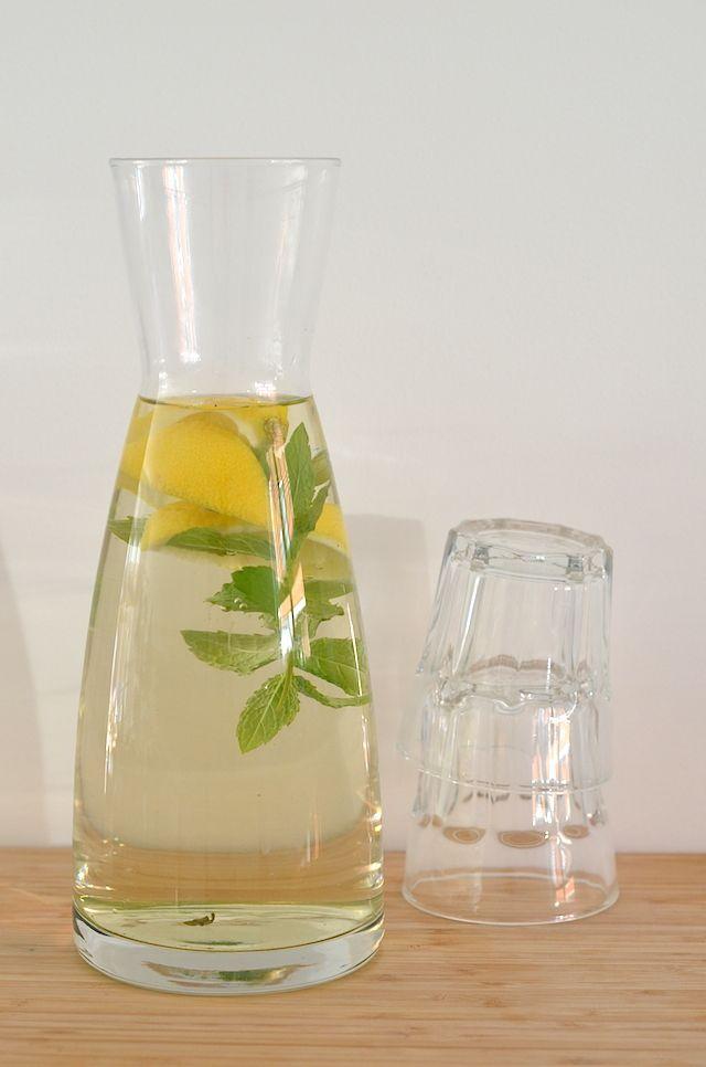 Lekker recept voor ijsthee zonder suiker met munt en citroen.