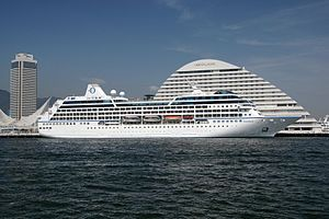 NAUTICA (at Sydney). Ιδιοκτησία: Oceania Cruises Inc. - USA. (a Prestige Cruise Holdings Comp.) Διαχείριση: Oceania Cruises. R Five 1998 ~ 2001. Blue Dream (Pulmantour) 2002 ~ 2004. 2004 ~ present, today's name. Σε υπηρεσία στις 01/02/2000. 30.277 GT ~ 180,95 μ.μ. ~ 25,46 μ.πλάτος ~ 9 κατ/τα ~ 18,5 ~ 21 knots ~ 684 ~ 702 επ. ~ 386 ατ.πλ.
