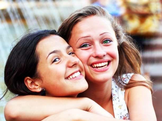 Κάποιοι, περιγράφουν τη φιλία ως την πιο ιερή σχέση διότι σε αντίθεση με την οικογένεια, οι φίλοι είναι επιλογή.