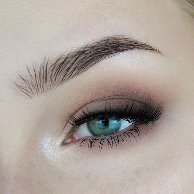 WEBSTA @ roseherdmakeup - No new look today so here's a closeup from my last post! 🖤product details:@vanessasvanity Angel Wings loose highlighter and Soft Embrace eyeshadow@makeupgeekcosmetics eyeshadows in Barcelona Beach, Bandwagon, Brownie Points, and Corrupt@ardell ashes faux mink lashes no. 810@eyeko brown brow gel and lash alert mascara#makeupgeekcosmetics #vanessasvanity #ardelllashes #eyeko