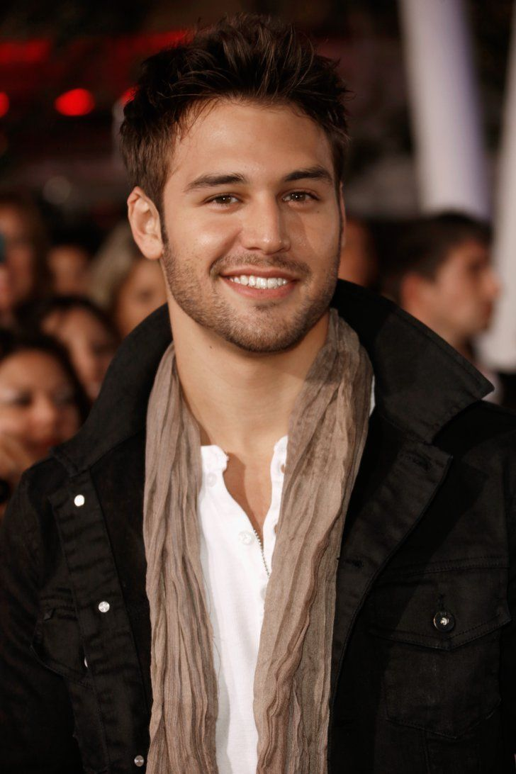 Pin for Later: 17 Hot Ryan Guzman Moments You Really, Really Need to See And he's extracute when he goes casual.