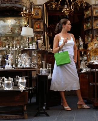 How to Profit From an Antique Booth