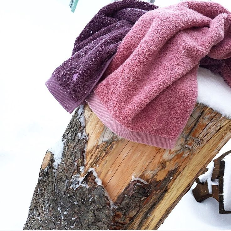 fluffy & snowy! :) #vossentowels #towels #snowy #fluffy #snow #towels #highlinecollection #rose #lila #towelsinthesnow