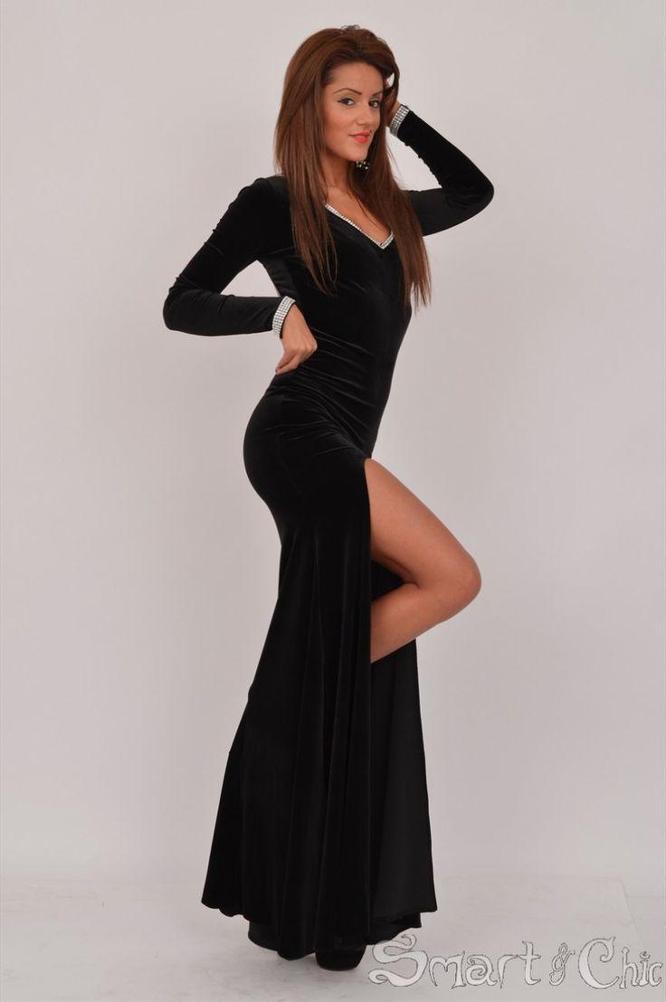 Rochie lunga eleganta potrivita pentru noaptea de Revelion.  Decupata la spate  Material elastic  Material catifelat  http://bit.ly/WQCJ1f  ...