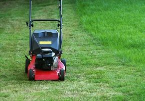 How to Troubleshoot a Lawnmower Carburetor thumbnail