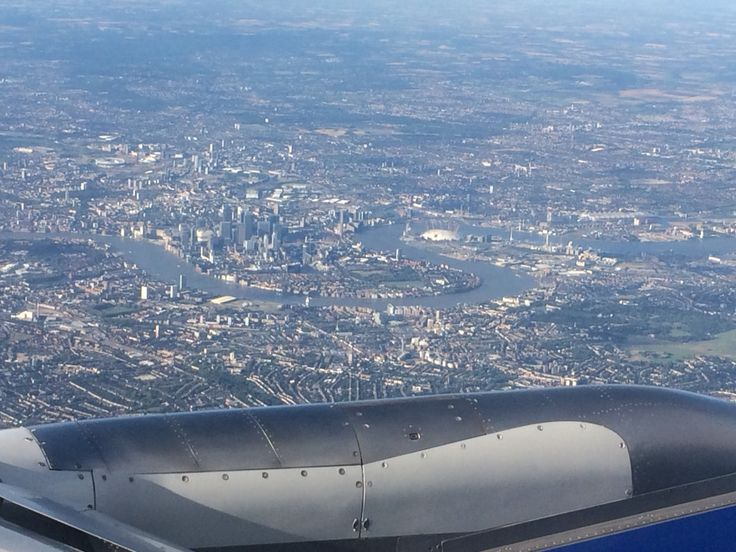 "Lucky landing path with an ""S"" over south London before landing in LHR from GVA"