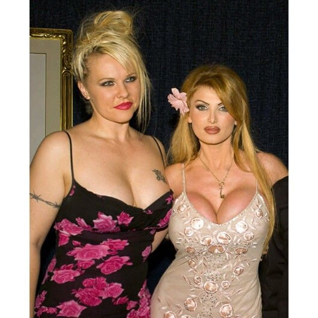This is me with porn star and Penthouse Pet of the Year, Taylor Wane, at some party in Hollywood. This is around the time when I first started gaining weight in America due to all the stress and bullshit I had to put up with living in LA. #keto #ketodiet #ketogenic #ketogenicdiet #lowcarb #ketosis #ketones #ketobabe #ketobaberocks #burnfatnotcarbs #carbskill #lchf #diet #hollywood #losangeles #la