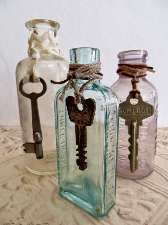 Bottles with keys. These are so frickin Alice In Wonderland-esque adorable!!! My cat would knock those things over in a heartbeat, but #LOVE !
