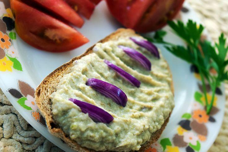Erdélyi tejfölös majonézes cukkini friss kenyérre, vagy pirítósra kenve
