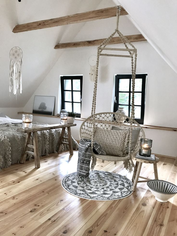 bedroom, summerhouse, bohostyle, bohemian, dreamcatcher, handmade, macrame, vintage stool, nature tones, ball vase, relax, chair