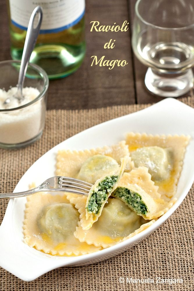 Ravioli di Magro, filled with spinach and ricotta - one of the most classic Italian recipes. #SundaySupper