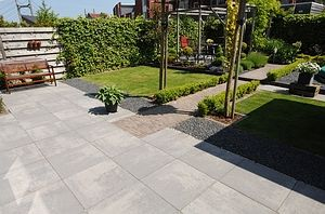 pad van klinkers loopt door in terras met grote tuintegel 60x60 - Google zoeken