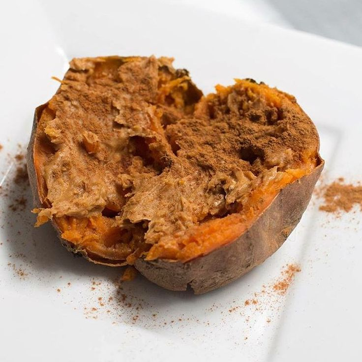 (@ashleynaftalyfitness) • A delicious sweet potato topped with PB2 and cinnamon. •• (waldenfarms syrup/stevia+teamlindahls lindahlskvarg Lohilo keso+proteinpulver spread glaze frosting) • powdered Peanut  pbfit maple almond Cashew butter MyRecipe MyFood todo Fav favs SPAGHETTI/SQUASH, BUTTERNUT PUMPA lågkalori lowcal bakat bakad äpple