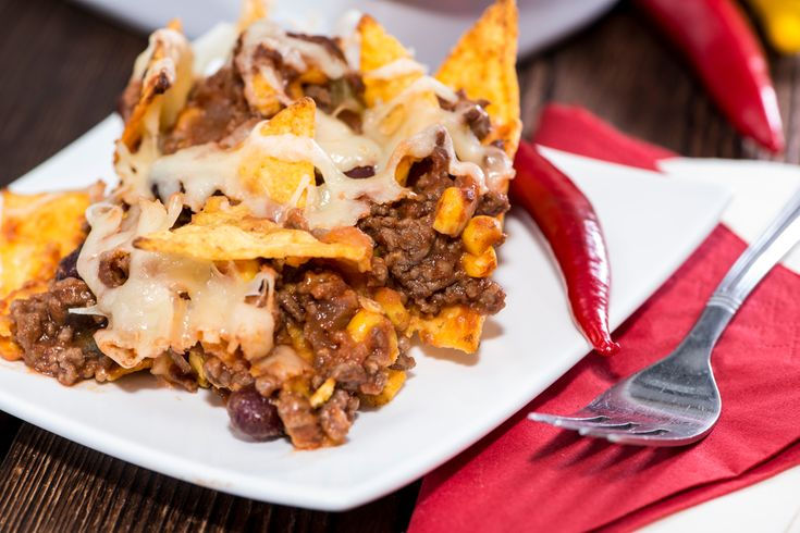 Preparar unos nachos gratinados no es una tarea fácil sobre todo si queremos hacerlos especiales. Si te gustan los nachos, no te puedes perder cómo prepara