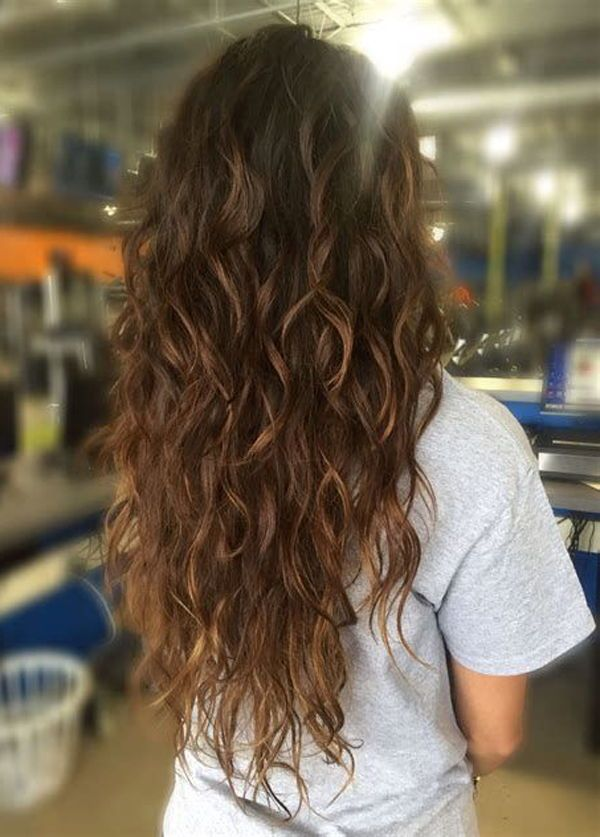 13 Beautiful Wet And Wavy Hairstyles For Longer Hair To Wear On Yourself Hair Styles Long Hair Styles Long Wavy Hair