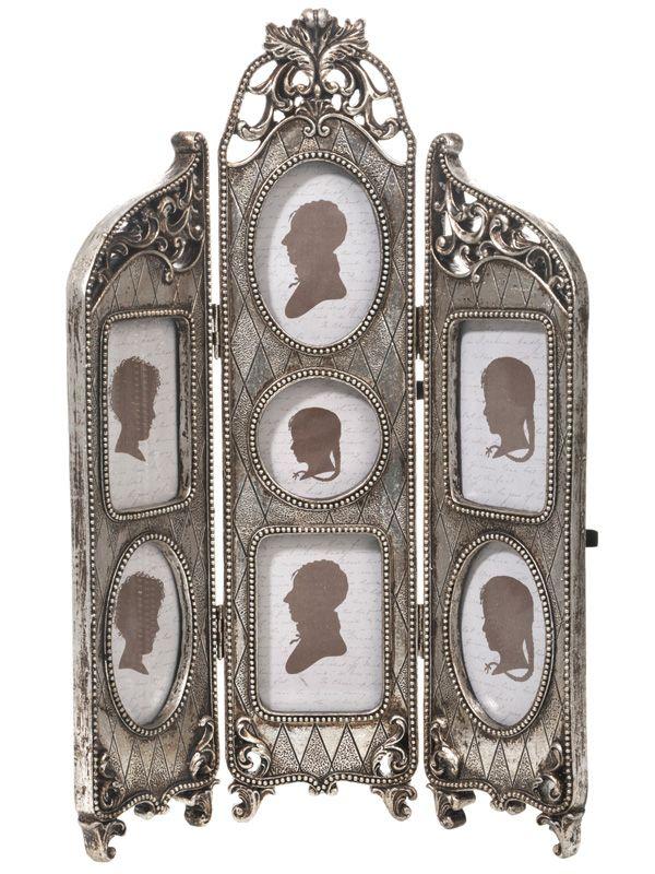Ramă foto tip paravan, multiplă pentru 7 fotografii, de culoare argintie. Dimensiunea totală a acestui obiect decorativ este de 33x37 cm. Încearcă acum acest produs din gama noastră de decoraţiuni interioare.