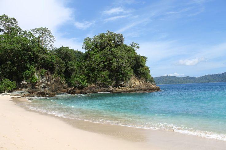 Green Bay Banyuwangi adalah sebuah pantai eksotis di banyuwangi. pantai dengan air yang kehijuan di tambah dengan keindahan pasir putihnya bakal membuat...