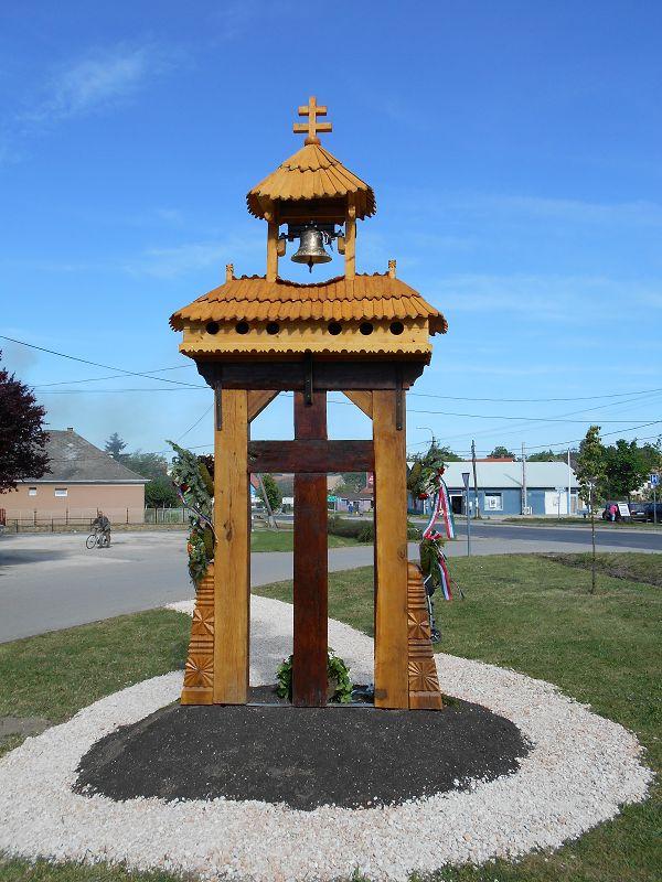 Trianon emlékmű és harangláb (Páty) http://www.turabazis.hu/latnivalok_ismerteto_4844 #latnivalo #paty #turabazis #hungary #magyarorszag #travel #tura #turista #kirandulas