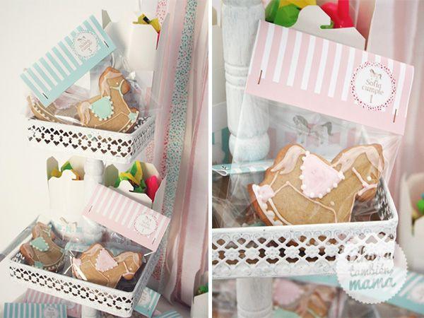 Galletas decoradas como regalo de recuerdo en forma de caballitos