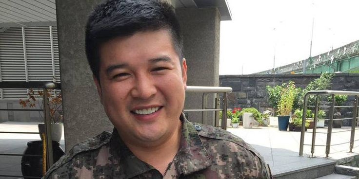 Shindong voltou do serviço militar!