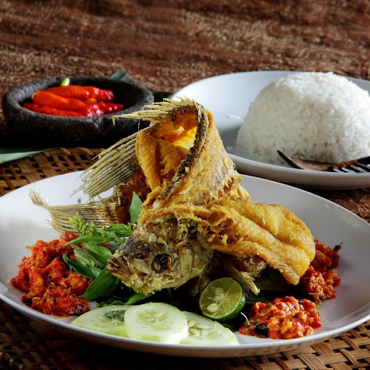 Indonesia's Flying Fried Fish - GURAME GORENG TERBANG SAMBAL COBEK