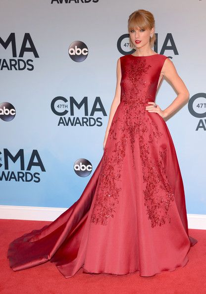 Taylor Swift on the Red Carpet - Style Crush: Taylor Swift's Red Carpet Glamour- StyleBistro