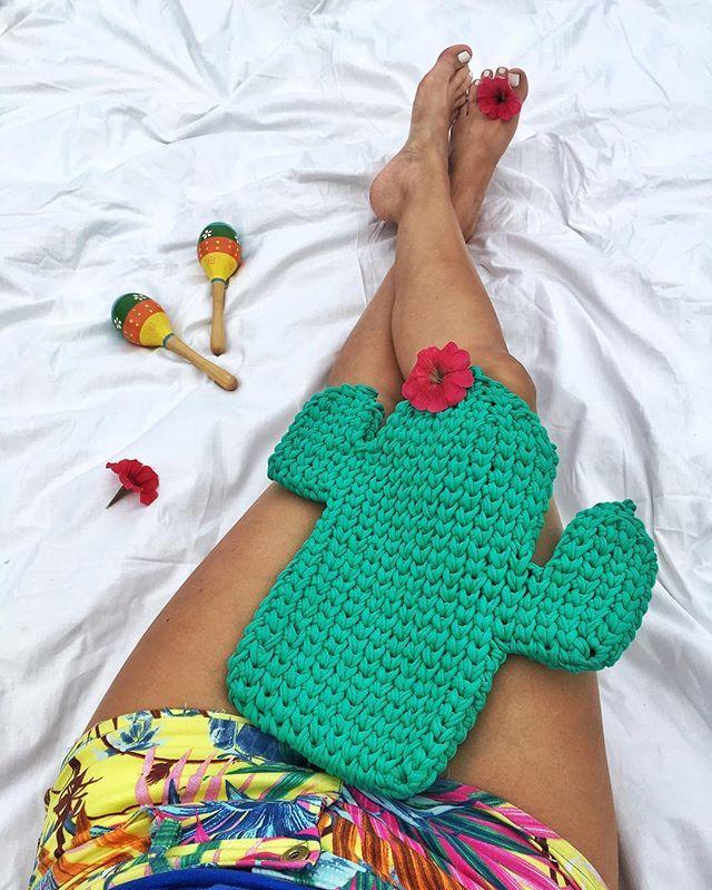 🌵чехол для будущей подушки будет пухлым 👍🏼скрасит вигвам любого индейца или будет отличным другом вашему мачо в сомбреро скоро в интерьерах города 🌵👌🏼 🐛 вязала и думала о текиле 🙈#evert_bolotskikh #evert_crochet #evert_pillow #crochet #cactus #crochetcactus #подушкакактус #декор #декордетской #decor #kidsdecor #кактус